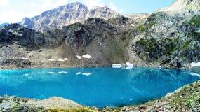 berg för berg för lake för gummilacka för corsica corsican crenode france Arkivbilder