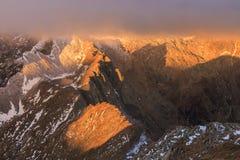 berg för caltunfagaraslake Arkivfoto