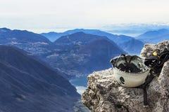 berg för is för yxaklättringutrustning arkivfoto
