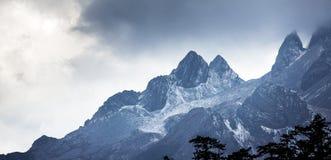 Berg för JadedrakeSnow Arkivbilder