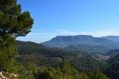 Berg för plan överkant i Catalonia royaltyfria foton