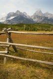 Berg för sen sommar, staket, i den storslagna Teton nationalparken, Wyom Arkivfoto
