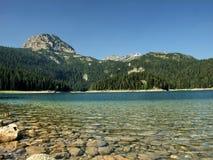 Berg för sjö perspektiv ner Arkivfoto