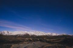 Berg för snö för passerande för Arthur ` s på natten i Nya Zeeland Fotografering för Bildbyråer
