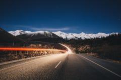 Berg för snö för passerande för Arthur ` s på natten i Nya Zeeland Arkivfoton