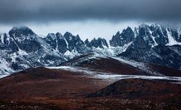 Berg för snö för järnblått Arkivbild