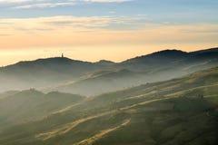 Berg för sollöneförhöjningmorgon Royaltyfria Bilder