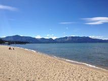 Berg för vatten för sand för strand för strand för det strandLake Tahoe fartyget slösar sandiga Arkivbild