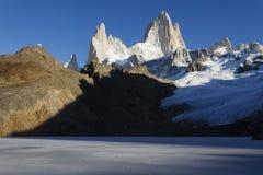 Berg Fitz Roy i Patagonia fotografering för bildbyråer