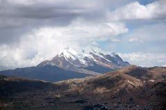 Berg för La Paz och Illimani i Bolivia Royaltyfri Bild