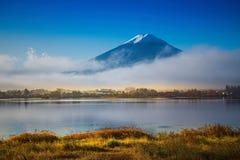 Berg Fuji en Kawaguchiko-meer royalty-vrije stock afbeelding