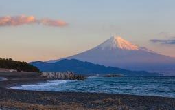Berg Fuji och hav på Miho ingen Matsubara Royaltyfri Foto