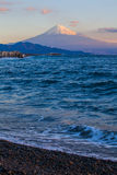 Berg Fuji och hav på Miho ingen Matsubara Royaltyfri Bild