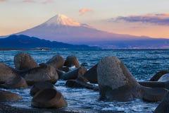 Berg Fuji och hav på Miho ingen Matsubara Fotografering för Bildbyråer