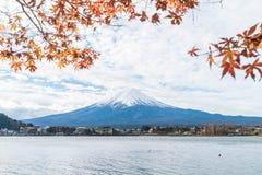 Berg Fuji San bij Kawaguchiko-Meer in Japan Stock Foto's