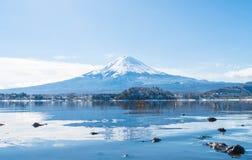 Berg Fuji San på Kawaguchiko sjön Royaltyfria Bilder