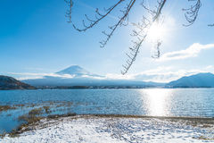 Berg Fuji San på Kawaguchiko sjön Arkivbilder
