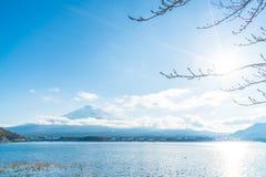 Berg Fuji San på Kawaguchiko sjön Royaltyfria Foton