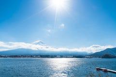 Berg Fuji San på Kawaguchiko sjön Royaltyfri Foto