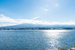 Berg Fuji San på Kawaguchiko sjön Royaltyfri Fotografi