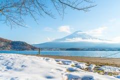 Berg Fuji San på Kawaguchiko sjön Arkivbild
