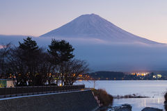 Berg Fuji vom See Kawakuchi im Winter Stockfotos