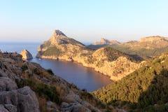Berg gömma i handflatan in Majorca Royaltyfri Fotografi