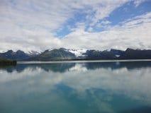 Berg gefüllter Horizont auf dem Pazifischen Ozean Innere Durchführung Alaska stockfotos