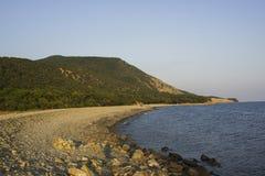 Berg, hav och Pebble Beach arkivfoton