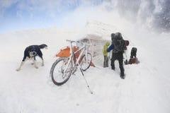 Berg het biking op Goverla in het Nieuwjaar Royalty-vrije Stock Fotografie