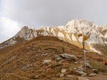 Berg het lopen Passo Colombe e Passo del Sole Stock Afbeeldingen