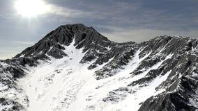 Berg in het panorama dat van het sneeuwlandschap wordt behandeld royalty-vrije stock foto's