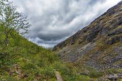Berg Hibiny, Colahalvön, Nord, sommar, mörker fördunklar Arkivbild