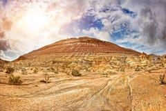 Berg i öken Arkivfoto