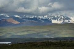 Berg i Alaska fotografering för bildbyråer