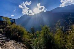 Berg i annapurnaen regio i Nepal arkivfoton
