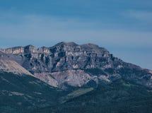 Berg i de steniga bergen i sommaren Arkivfoton