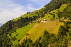 Berg i fjällängarna i södra Tyrol, Italien Arkivbild