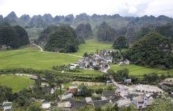 Berg & by i Guizhou, porslin Fotografering för Bildbyråer