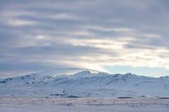 Berg i Island snööken Royaltyfri Bild