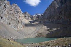 Berg i Kirgizistan arkivfoton