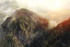 Berg i molnen, solnedgång Royaltyfri Bild