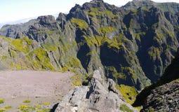 Berg i norden av ön av madeiran Arkivbild