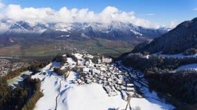 Berg i Schweiz på den flyg- sikten för vintertid Royaltyfri Foto