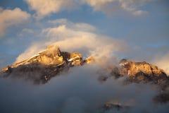 Berg i skymning Arkivbild