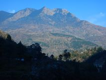 Berg i Uttranachal royaltyfria foton