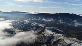 Berg i vinter lager videofilmer