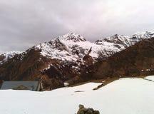 Berg i vinter fotografering för bildbyråer