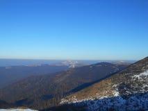 Berg i vinter, Carpathians, Ukraina arkivbilder