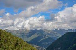 Berg i Yunnan, Kina arkivbild